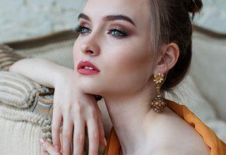 kobieta w makijażu permanentnym